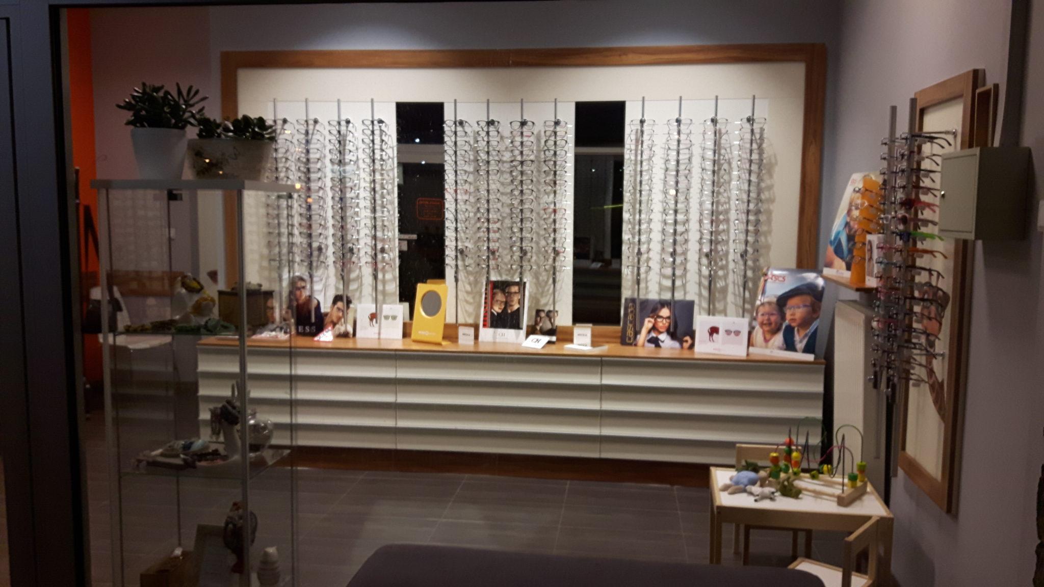 Szeroki asortyment okularów korekcyjnych i przeciwsłonecznych w tym z pełną ochroną UV